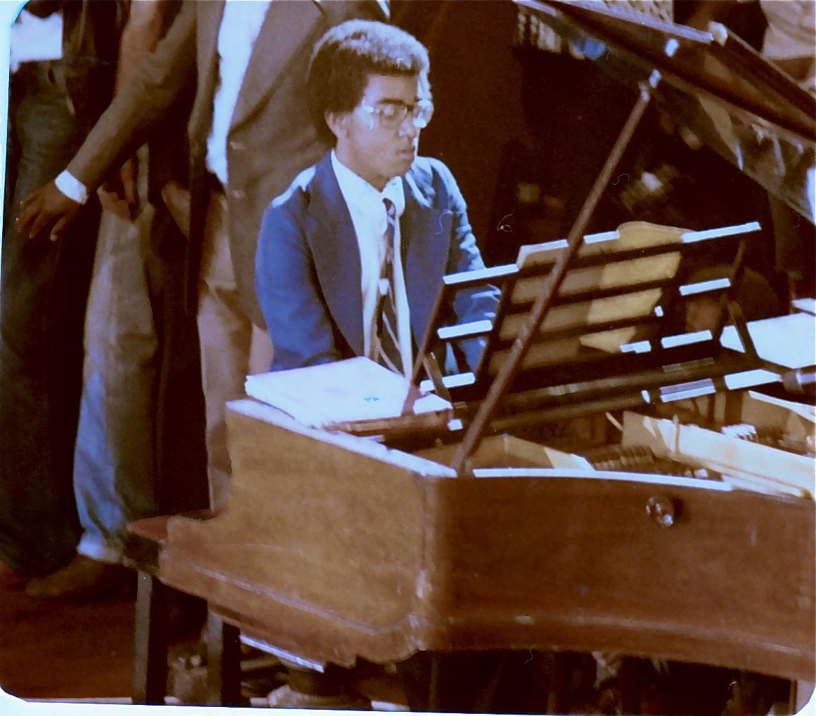 Mark_Obama_Ndesandjo_at_piano
