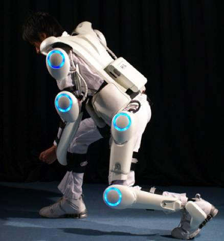 (図1)ロボットスーツHAL (出所)https://www.tsukuba.ac.jp/news/20070611102240.html